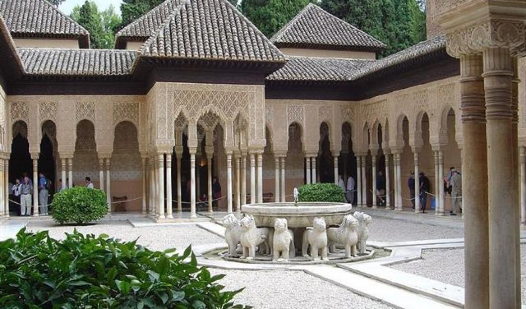 8) Alhambra, Granada, Spanien