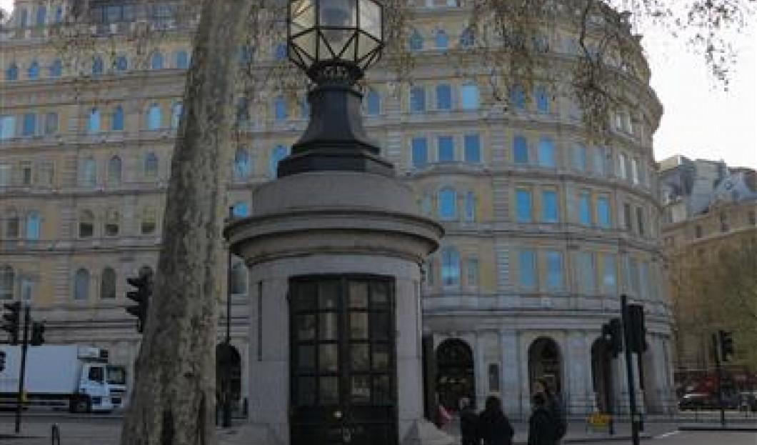Die kleinste Polizeistation der Welt am Trafalgar Square